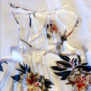 NWOT Adorable White Floral Top